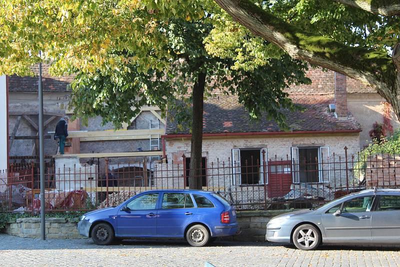 Budova kaplanky v Opočně prochází rekonstrukcí.