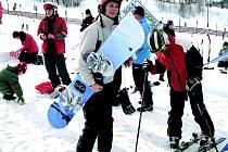 Snowboarding v Deštném.