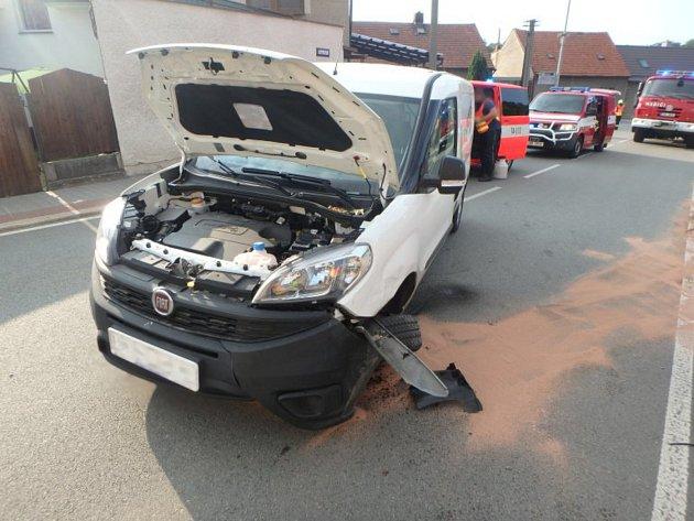 Hasiči vyjeli k nehodě dvou aut v Kostelci nad Orlicí.