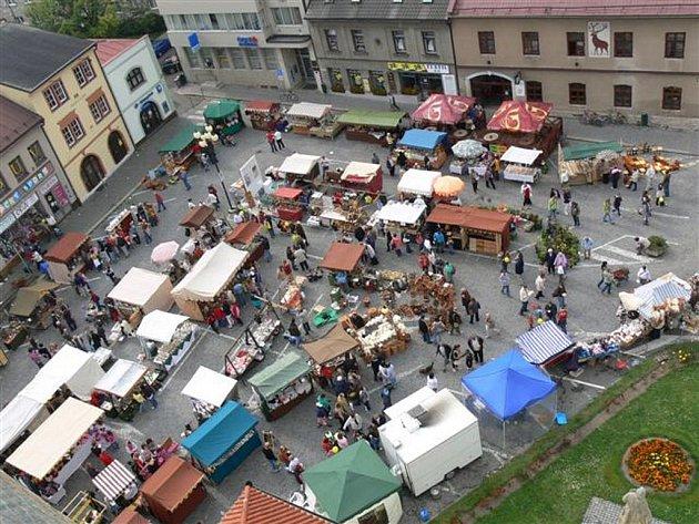 Jarmark historických řemesel je velmi oblíbenou částí programu Svatováclavských slavností v Dobrušce.
