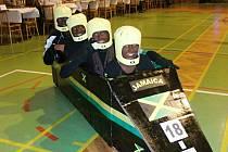 Na Sportovním karnevalu v Dobrušce objektiv Miroslava Sixty zachytil hejno much, digitální časomíru, faraona s Kleopatrou a další.