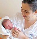 LUKÁŠ NOVOTNÝ se narodil manželům Blance a Michalovi Novotným z Podbřezí. Na svět se poprvé podíval 26. 1. ve 22.16 hodin s váhou 3,71 kg a délkou 53 cm. Doma se na bratříčka těšili Michalka a Ondra. Tatínek to u porodu zvládal jako vždy suprově.