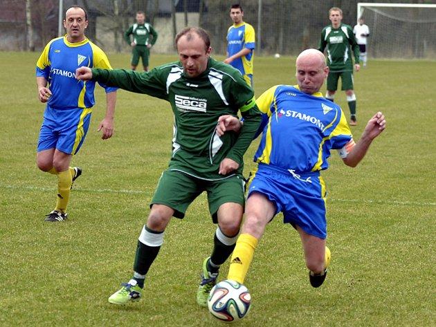 PO VÝHŘE ve Vamberku by měli fotbalisté Borohrádku (tmavší dresy) zítra přivítat na svém trávníku Smiřice.