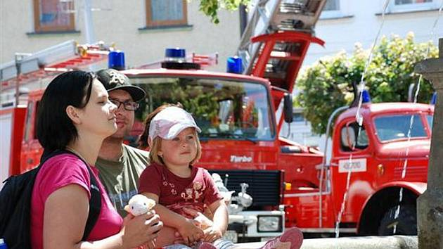 Sto čtyřicet let hasičů v Kostelci
