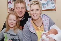 AMÁLKA ŠABATOVÁ: Rodiče Zuzana a Martin Šabatovi z Brocné se radují z narození dcery Amálky. Na svět se poprvé podívala 29. prosince v 8.37 hodin s váhou 2,61 kg a délkou 48 cm. Tatínek byl u porodu statečný. Na sestřičku se těšila Adélka