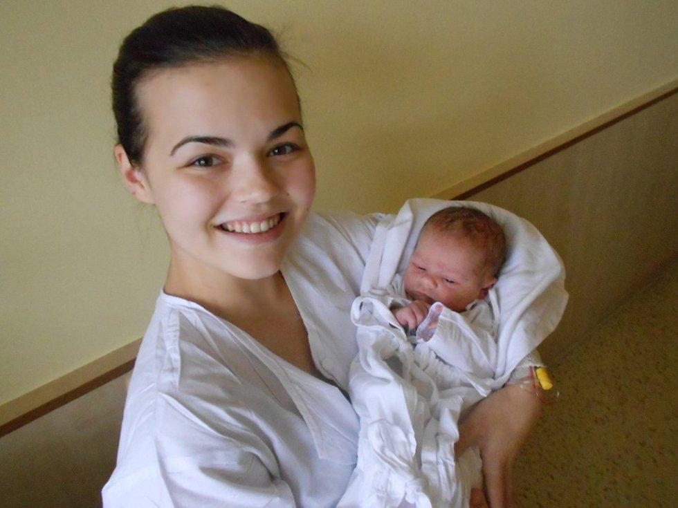 Daniel Švercl se narodil 8. listopadu 2018 v 17.02 hodin Veronice Hostinské a Martinu Šverclovi z Hnátnice. Měřil 49 cm a vážil 3 680 g. Podle maminky byl tatínek byl u porodu velkou oporou, je prostě nejlepší.