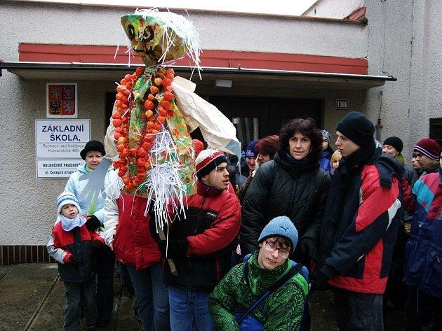 Vynášení Morany je jeden z nejstarších dochovaných rituálů v českých zemích. Zima je v něm zosobněna Moranou nebo Smrtkou. Její figurína je při slavnosti upálena nebo vhozena do vody (případně obojí).