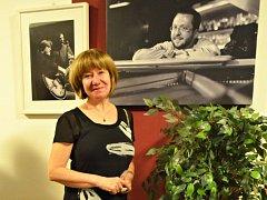 Lenka Neubauerová žije od roku 1986 v Kostelci nad Orlicí. Vystudovala taneční pedagogiku. Od roku 1992 vyučuje na Základní umělecké škole F. I. Tůmy v Kostelci nad Orlicí, předtím působila 15 let na ZUŠ v Rychnově nad Kněžnou, kde vybudovala TO.