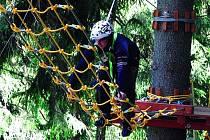 Fyzickou i psychickou kondici si mohou zájemci prověřit  po Říčkách také v Deštném v Orlických horách, kde se otevřel nový lanový park.