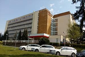 Budova, v níž sídlí i dětské oddělení či porodnice. Foto:  Deník/Jana Kotalová