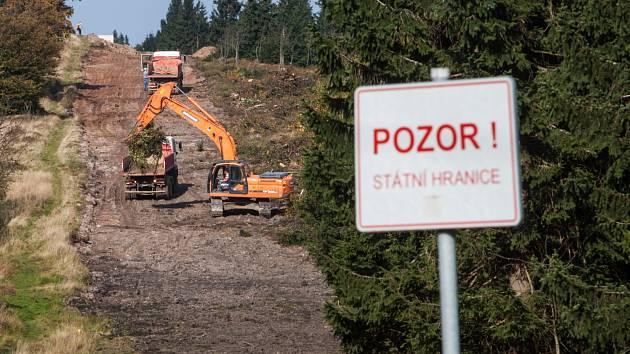 Stavba polské lanovky za Masarykovou chatou vzbudila nelibost u místních turistů a také ochranářů. Častý turistický cíl Šerlich tak hyzdí stavební a terénní práce, které zde polská firma rozjela za účelem stavby další z velkokapacitních lanovek.