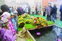 Zahájení patnáctého ročníku výstavy Zahrada východních Čech se neslo ve slavnostním duchu. První den třídenní akce prošli areálem návštěvníci hned několika věkových kategorií. Ujít si ji totiž nenechaly ani školy se svými žáky.