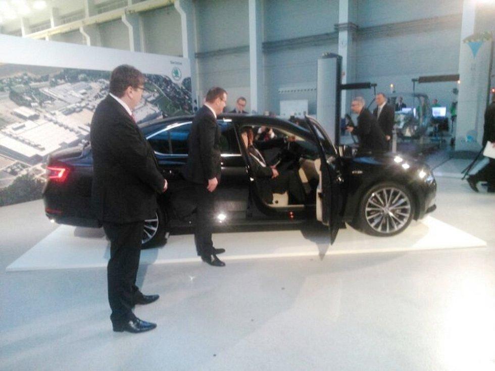 Předvedení vozidla Škoda Superb prezidentovi-