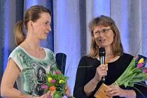 Hlavní cenu Českého klubu fair play za rok 2014 na slavnostním vyhlášení v Praze obdržela orientační běžkyně Markéta Vandasová (vlevo) a Zuzana Čechová.