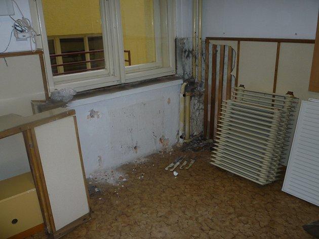 Takhle to už vypadat nebude. Školáci, kteťí chodí do kostelecké družiny se od prosince mohou těšit na zrekonstruovanou budovu.