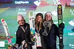 Mathilde Gremaudová, Giulia Tannová a Johanne Killiová na Soldiers - FIS finále Světového poháru v Big air v Deštném v Orlických horách.