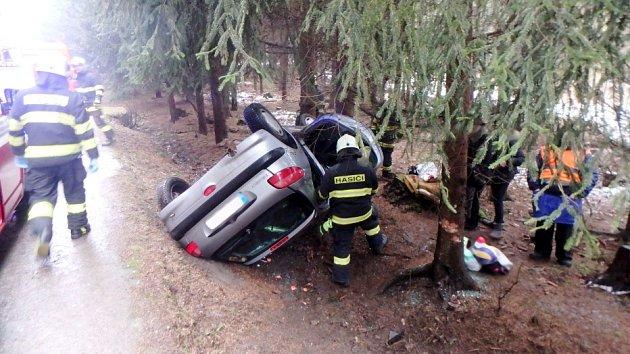 Havárie osobního automobilu uobce Černíkovice.