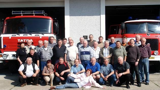 V Kostelci nad Orlicí se uskutečnilo první setkání veteránů hasičů z povolání.