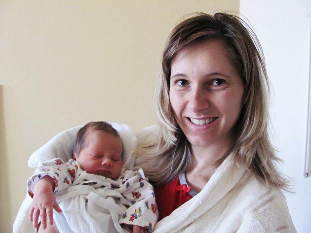 JAKUB MICHL: Manželé Josef a Gabriela Michlovi z Bílého Újezda přivedli na svět syna. Narodil se 30. září ve 00.18 hodin s váhou 3,62 kg a délkou 52 cm. Tatínek byl u porodu mamince velkou oporou.