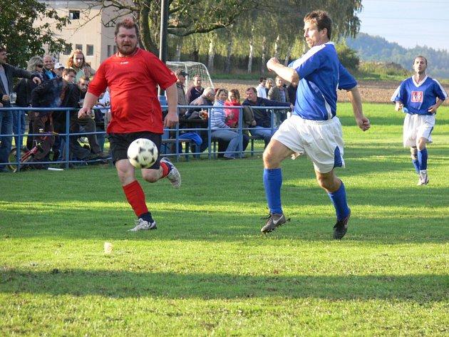 Souboj fotbalistů Lípy nad Orlicí se Zdelovem o první místo v okresním přeboru II. třídy skončil před rekordní diváckou kulisou dělbou bodů.