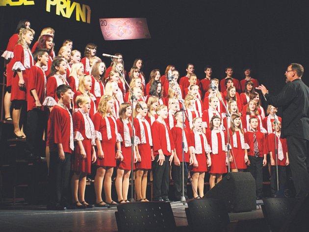 Koncert k dvacátému výročí rychnovského dětského sboru v Pelclově divadle