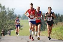 NA START osmého ročníku běhu Skuhrov nad Bělou – Velká Deštná se postavilo téměř osmdesát běžců, které čekala náročná třináctikilometrová trať s převýšením 750 metrů.