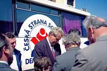 Včerejším složením slibu se muž z Vysočiny stal prvním prezidentem zvoleným v přímé volbě občany. Ty v okrese Rychnov nad Kněžnou naposledy navštívil v roce 1996 s autobusem Zemák během předvolební kampaně. Tehdy se zastavil hned na několika místech.