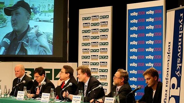 Politici se potí v kotli. Čtvrtý východočeský předvolební kotel regionální televize RTA ve spolupráci s Deníkem v rychnovském Pelclově divadle..