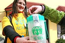 VELIKONOČNÍ SBÍRKA, kterou pořádá mezinárodní humanitární organizace ADRA,  probíhá ještě dnes (středa 19. března) v ulicích více než stovky českých měst.