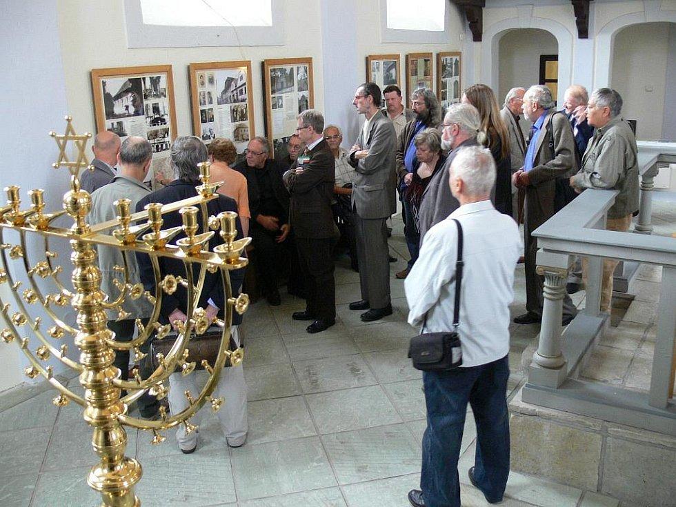 Nejznámější čeští, ale i slovenští spisovatelé a novináři včera zavítali do rodného města Karla Poláčka.  Členové Klubu autorů literatury faktu, kteří přijeli na XXIV. setkání KALF v Letohradu, si na poslední den setkání naplánovali vlastivědný výlet.