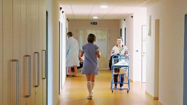 Novorozenecké oddělení v rychnovské nemocnici se obléklo do nového.