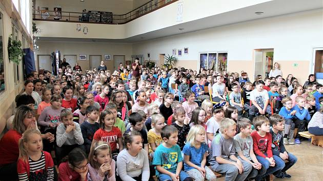 Rodina Peškových navštívila borohrádeckou základní školu.