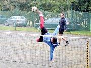 Smeč - během turnaje byla k vidění řada akrobatických kousků.
