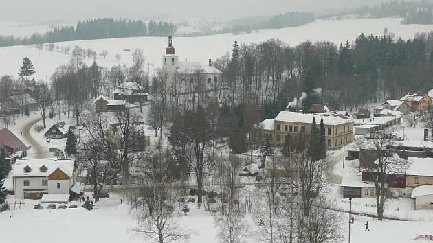 V Sedloňově mají stále dostatečné zásoby sněhu. Vlekaři odhadují, že vydrží do dubna.