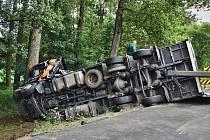 Dopravní nehoda kamionu na 1/11 mezi Česticemi a Lípou nad Orlicí