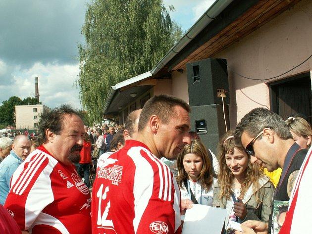 POSILA. Za rychnovské fotbalisty v utkání se Spartou Praha nastoupí rovněž  olympijský vítěz v desetiboji Roman Šebrle, jenž se se v roce 2009 představil v duelu Doudleby- Amfora Praha.