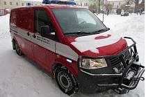 Žena narazila do hasičského auta