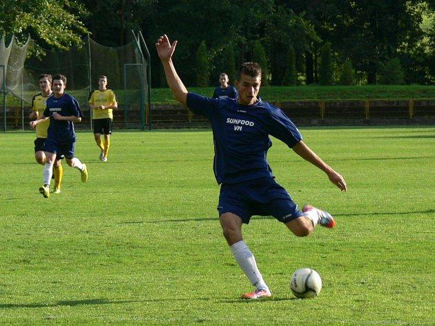 STŘELEC. Dobrušský útočník Aleš Hašek (na snímku) zaznamenal na podzim v krajském přeboru šest gólů.
