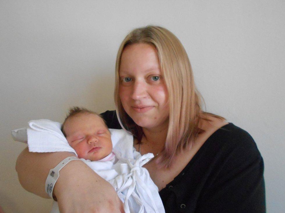 KRISTÝNA BANDASOVÁ se narodila 5. června v 11.42 hodin. Měřila 49 cm a vážila 3520 g. Radost udělala svým rodičům Michaele a Vojtěchu Bandasovým z Lupenice. Doma se těší bráška Vojtíšek. Tatínek byl u porodu velkou oporou a byl moc statečný.