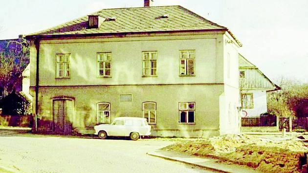 RODNÝ DŮM Karla Poláčka stál v místech, kde dnes stojí budova Územního odboru policie Rychnov nad Kněžnou