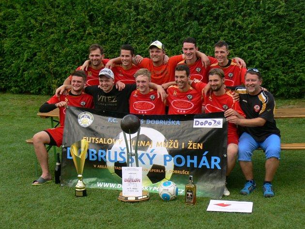 VÍTĚZNÝ TÝM. Hráči AC Gamaspol Jeseník obhájili loňské prvenství a s pěti triumfy se stali historicky nejúspěšnějším účastníkem Dobrušského poháru ve futsalu.