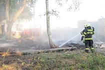 Požár suchého travního porostu v dobrušské části Běstviny.