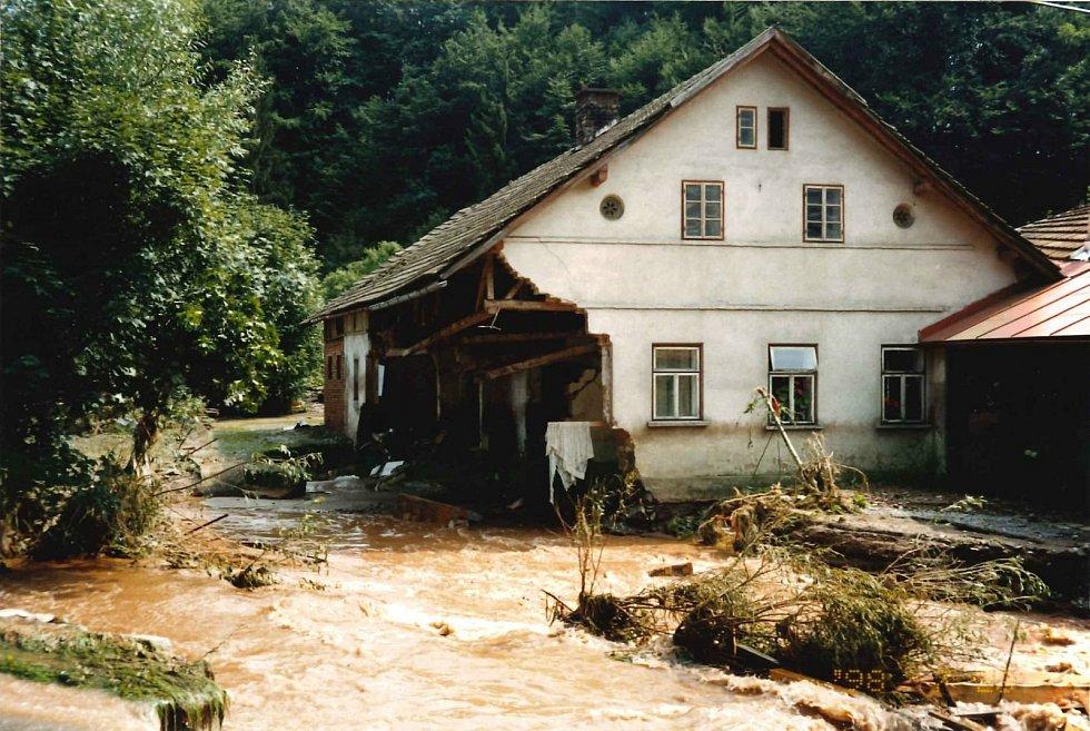 Zkáza, kterou po sobě zanechala povodeň v červenci 1998.