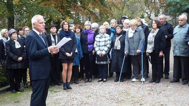 Proslov starosty k výročí doprovázely sbory.
