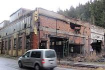 Bývalá slévárna Růženina huť skuhrovské fabriky Porkert zmizí z povrchu zemského stejně jako předtím budova strojírny Sejkorovna. Čekalo se na povolení památkářů. Sanaci průmyslového areálu zkrachovalé železárny zajišťuje firma Hiragana.