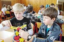 Děti si hrály a vyplňovaly testy
