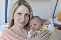 EVELÍNA SVĚTELSKÁ, tak se jmenuje dcera manželů Petry a Martina z Rychnova nad Kněžnou, kde už se na ni těší sestra Anetka. Holčička přišla na svět 2. února ve 21.17, kdy vážila 4,9 kg