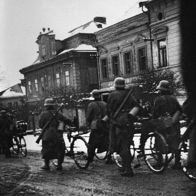 Německé vojsko na opočenském náměstí.
