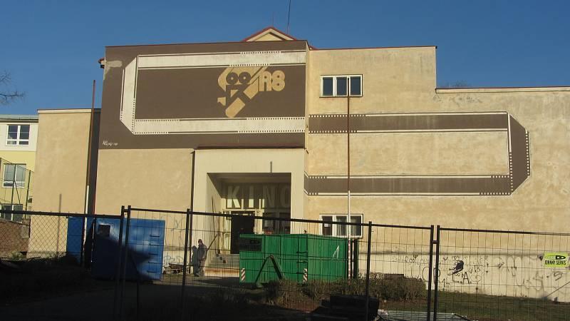 Bývalé rychnovské kino se mění na knihovnu.