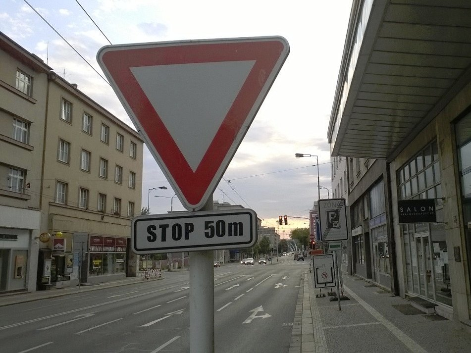 silnice ilustrační foto